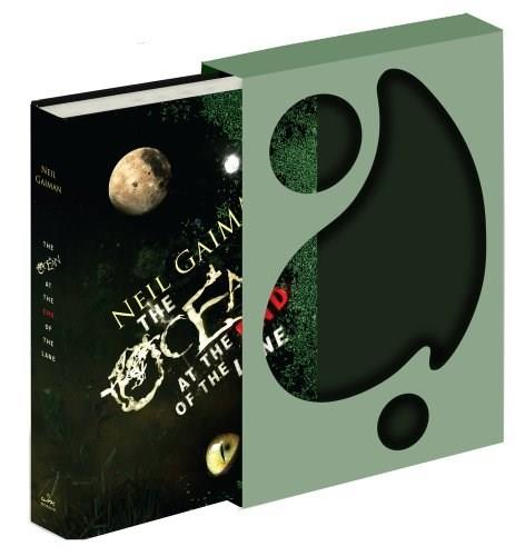 The Ocean at the End of the Lane Deluxe Signed Edition: A Novel 1 9780062265081